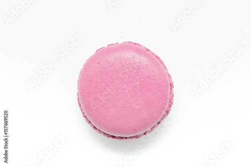 Poster Macarons Pink Macaroon isolated on a white background.
