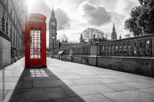 Fotografie, Obraz  color key von roter Telefonzelle vor Big Ben