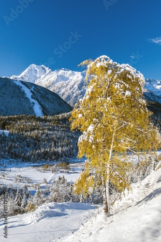 Photo Autumnal snowfall covering Pian di Gembro not far from the ski resort of Aprica