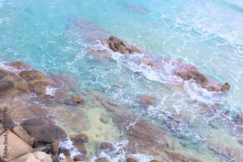 Foto op Aluminium Rivier Summer beach vacation background with turquoise sea water waves