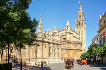 SEVILLA, SPAIN, OCTOBER 16, 2012 : Horse Carriage In Seville, The Giralda Cathedral In The Background, Andalusia, Spain