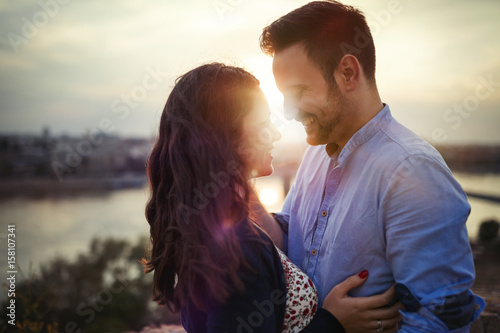 Carta da parati  Romantic couple cuddling and kissing outdoors