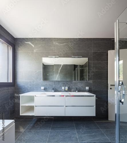 Photo  Frontal of modern bathroom