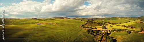 Foto auf Gartenposter Hugel Tuscany countryside hills, stunning aerial view in spring.