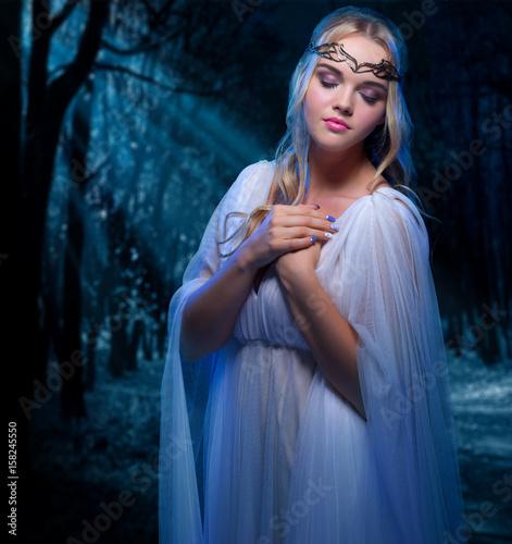 Fototapeta Young elven girl obraz na płótnie