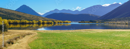 Montage in der Fensternische Neuseeland Panoramic image of beautiful scenery of Lake Pearson (Moana Rua) in Autumn , Arthur's pass National Park , South Island of New Zealand