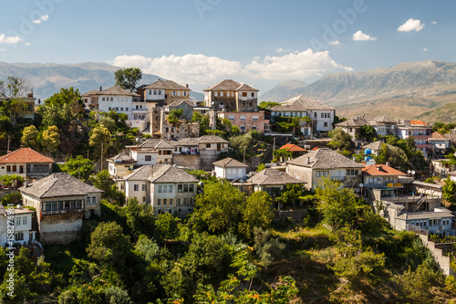 Photo A view to the old city of Gjirokaster, UNESCO heritage, Albania