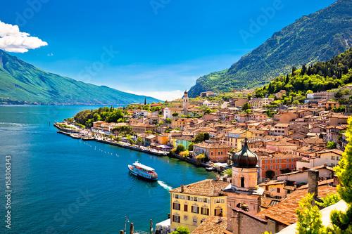 Obraz Widok na nabrzeże Limone sul Garda - fototapety do salonu