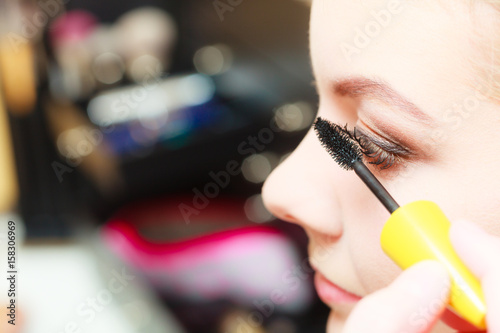 Close up woman getting make up, mascara Tableau sur Toile
