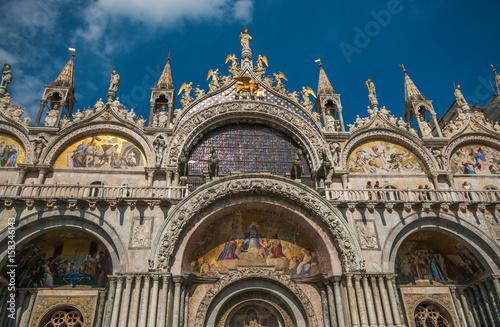 La pose en embrasure Monument Dettagli della basilica di San Marco a Venezia