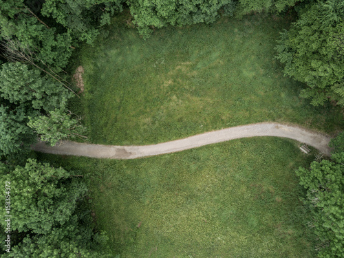 Photo Stands Road in forest Aerial view of footpath in forest