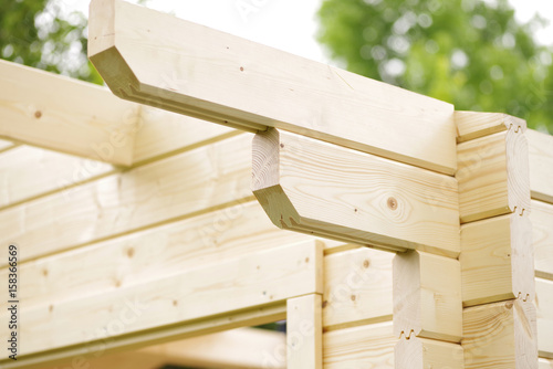 Fotografía Blockhaus, Aufbau eines Gartenhauses