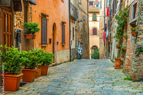 Obraz Beautiful alley in Tuscany, Old town, Italy - fototapety do salonu