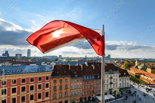 Plakat Polska flaga na centrum Warszawy tło