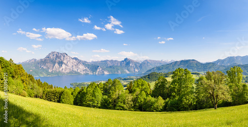 Photo Stands Lake Lake Traunsee seen from Gmundnerberg, Salzkammergut, Upper Austria, Austria