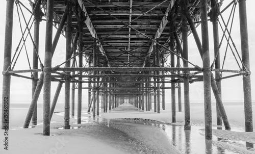Plakat Blackpool przyjemność molo na plaży czarno-białe