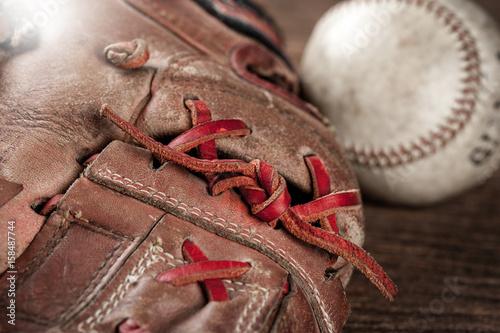 Photo  baseball on wooden desk