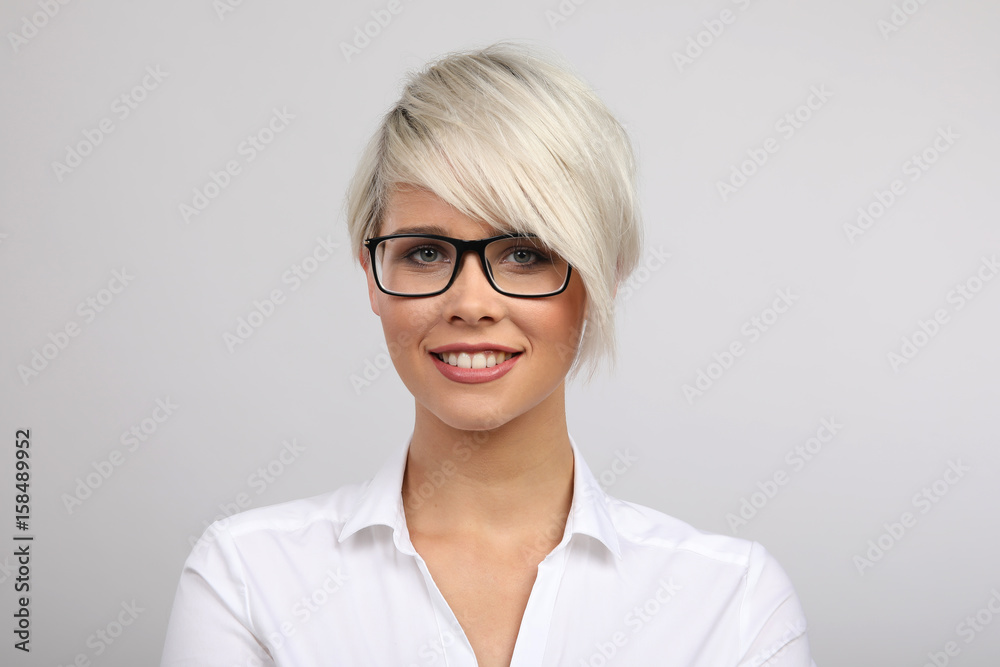Photo Art Print Frau Mit Brille Lacht Europosters