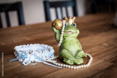Zdjęcie XXL Podwiązka i biżuteria w przygotowaniu