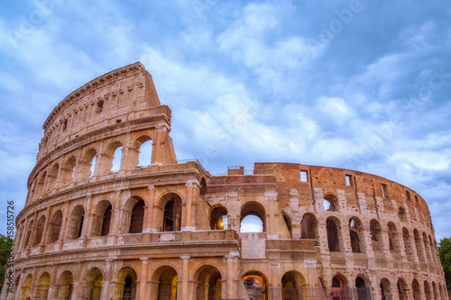 Photo  Front view of Roman Colosseum with dramatic sky