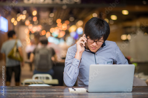Fotografia Young Asian Business man dressed in casual style contact with customer when working in cafe