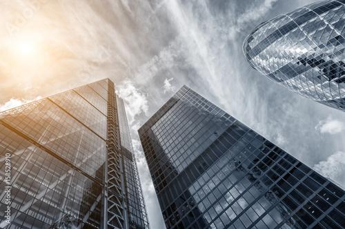 Obraz na płótnie Architektura wznosząca się ku niebu