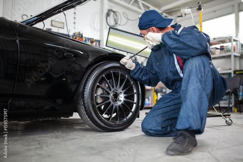 Obraz na plátně  Sports car in a workshop