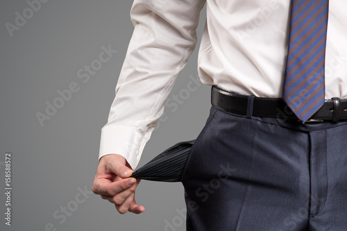 Fotografía Concept of bankruptcy. Businessman turns out an empty pocket.