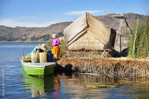 Poster South America Country Péruviens sur les îles flotantes d'Uros au lac Titicaca au Pérou