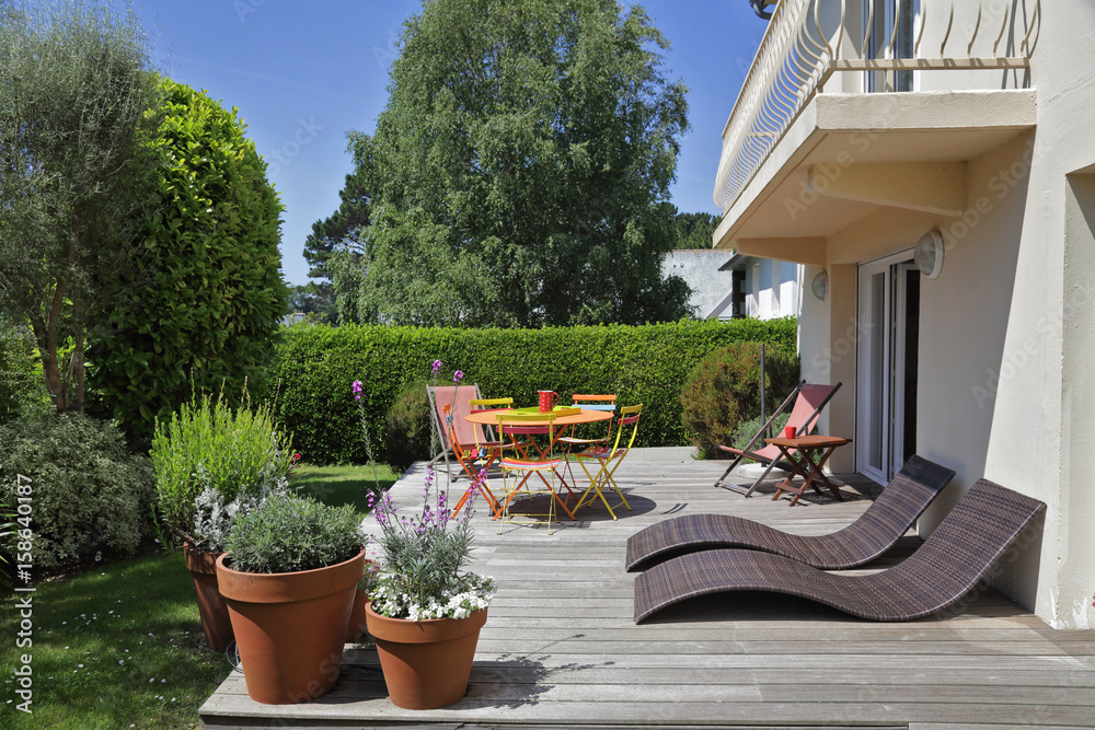 Photo & Art Print terrasse avec jardin maison en Bretagne | EuroPosters