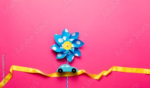 Valokuva Blue pinwheel toy with ribbon and little car