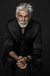 canvas print picture - Senior Hipster im schwarzen Anzug