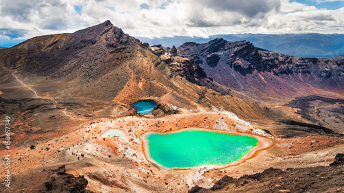 Photo  Panoramic view of colorful Emerald lakes and volcanic landscape, NZ