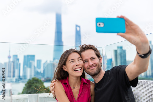 Εκτύπωση καμβά  Happy couple taking travel selfie in Shanghai