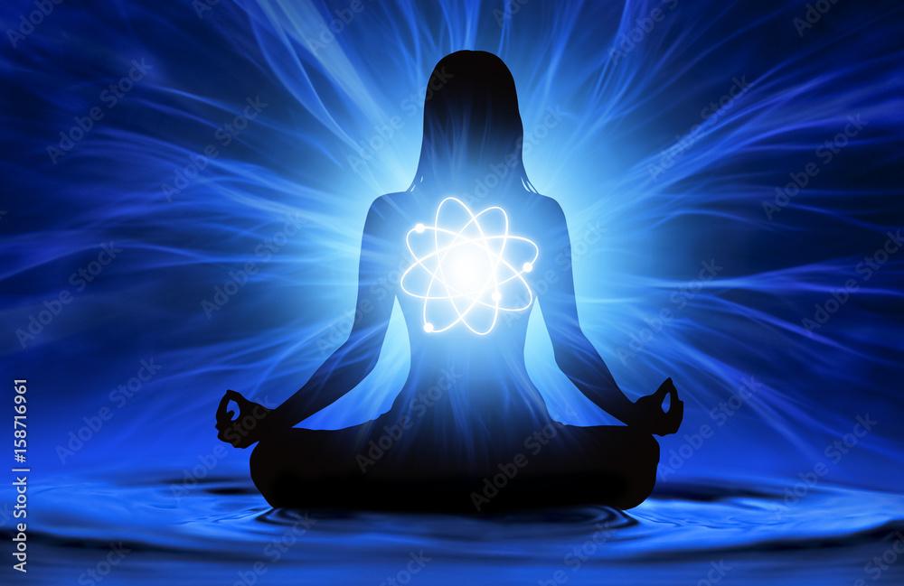 Fotografia Silhouette of woman doing yoga