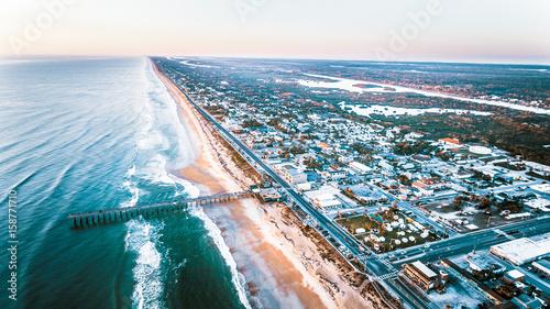 Photo Aerial ocean beach and fishing pier