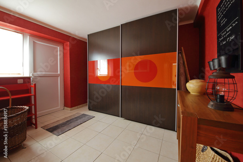 hall d\'entrée intérieur maison - Buy this stock photo and explore ...