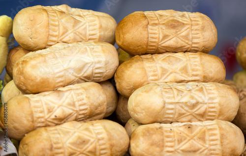 Plakat polski tradycyjny wędzony ser z solonego mleka owczego o nazwie oscypek