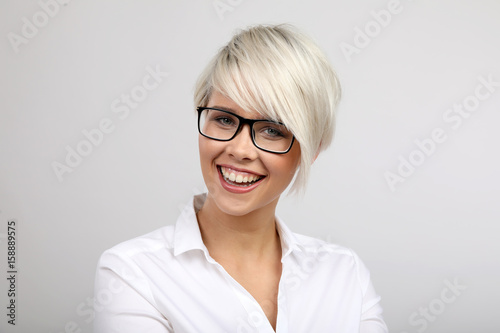 Fotografie, Obraz  Frau mit Brille lacht