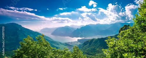 Photo Il lago di Garda con il monte Baldo dalla val di Gresta