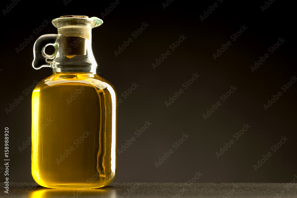 Fototapety, obrazy: glass bottle of oil