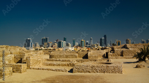 Photo Ruins of Qalat fort and Manama in Bahrain