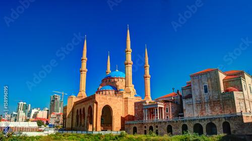 Naklejka premium Widok zewnętrzny na meczet Mohammada Al-Amina w Bejrucie, Liban