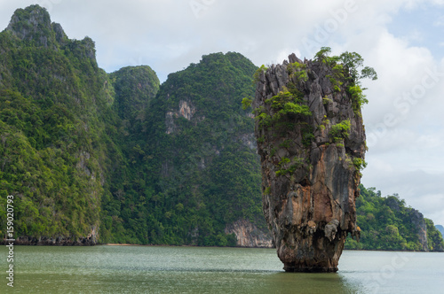 "фотография  The famous ""James Bond Island"" in Phang Nga Bay, Thailand"