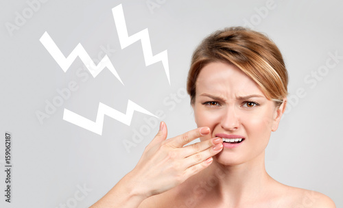Fotografia  Closeup of woman suffering from toothache