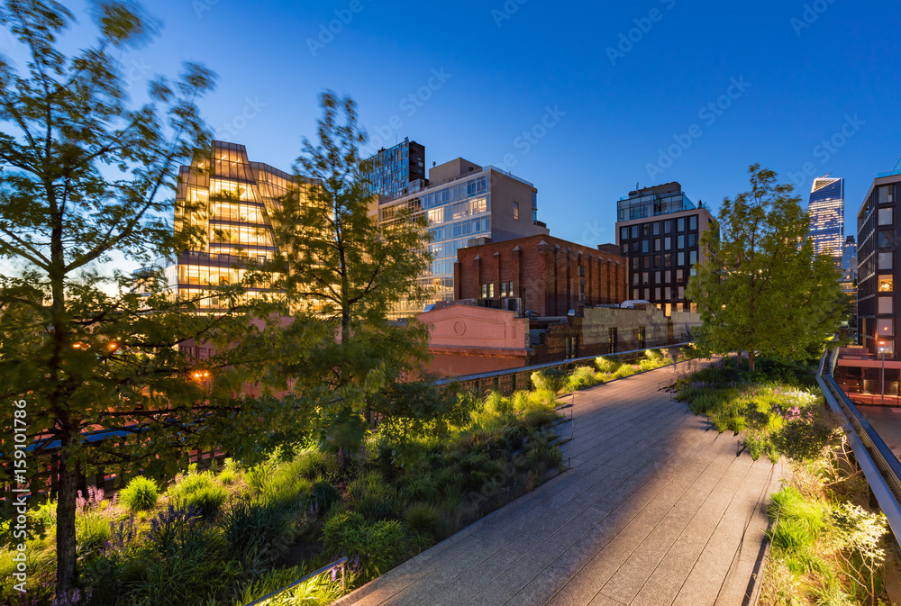 Fototapety, obrazy: The Highline (High Line Park aerial greenway) at twilight in summer. Chelsea, Manhattan, New York City