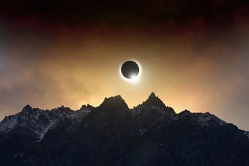 Niesamowite tło naukowe - całkowite zaćmienie Słońca