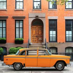 Fototapeta na wymiar Taxi, retro car yellow color on the New York street