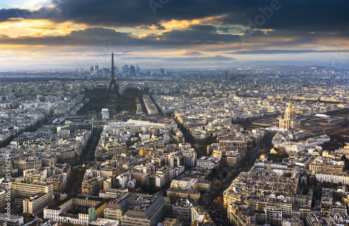 Photo  paris city in France by sunset