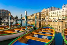 Canal Royal Et Ses Barques à Sète, Occitanie, Hérault, France